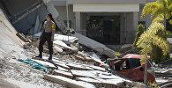 Последствия землетрясения и цунами в Индонезии
