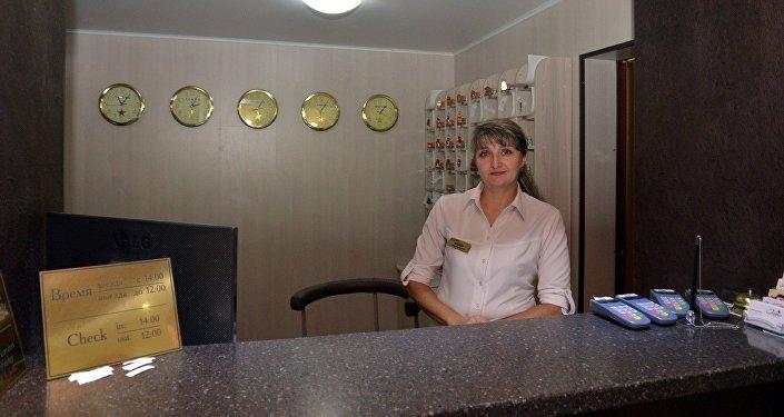 Работница отеля Скиф