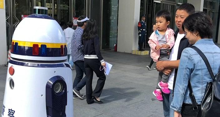 Робот-полицейский в Пекине