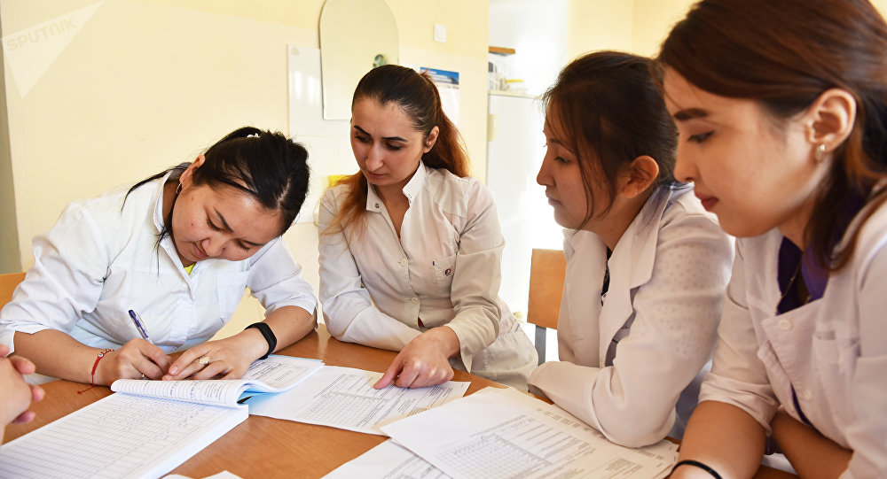 Студенты на практике по сестринскому делу