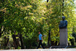 Алматыдағы Мұхтар Әуезовтің ескерткіші
