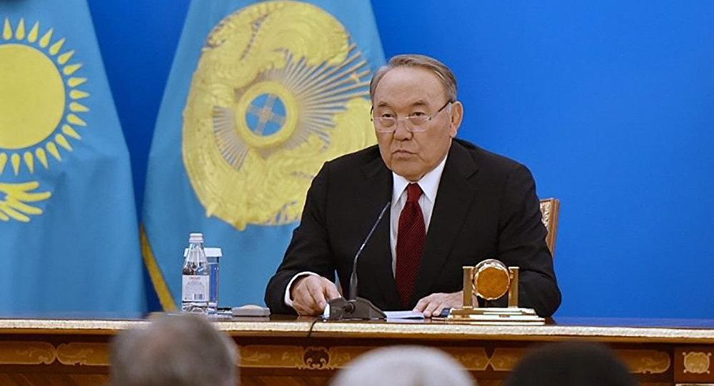 Президент Нурсултан Назарбаев во время ежегодного послания народу Казахстана