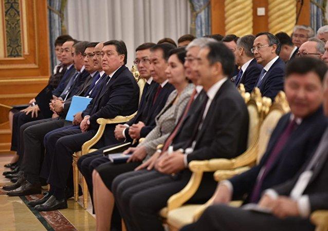 Члены кабмина во время ежегодного президентского послания народу