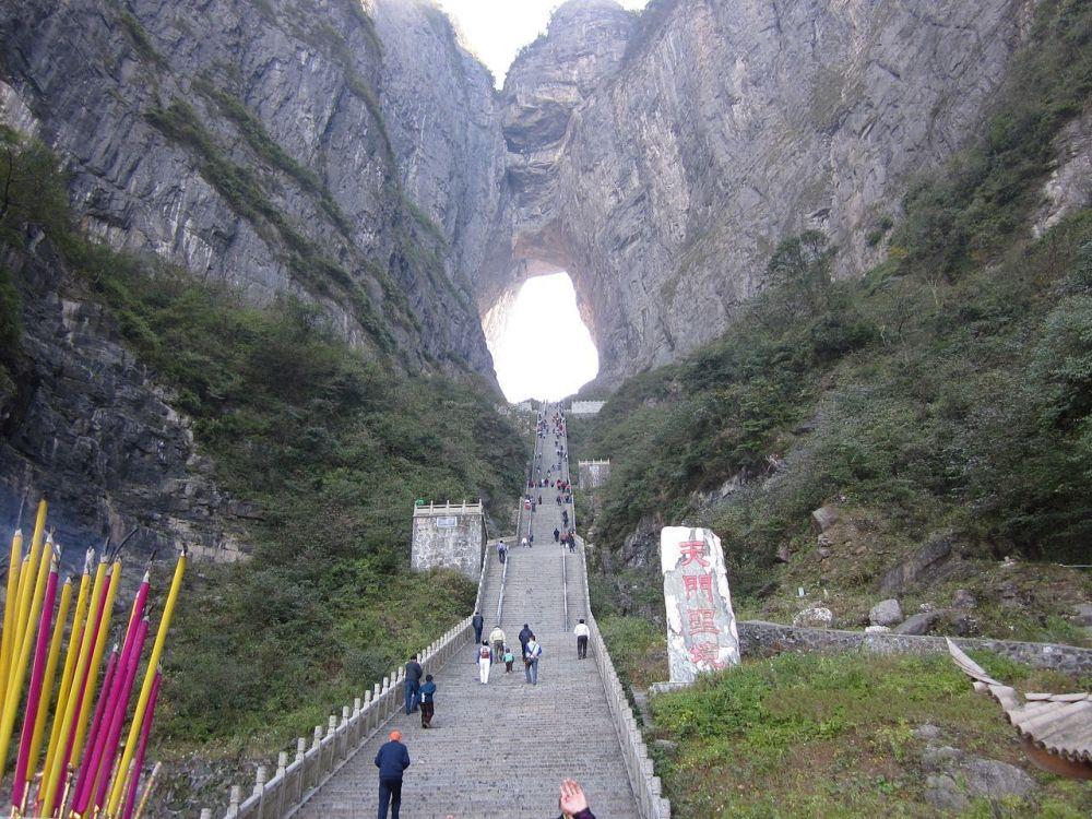 Природная арка Небесные врата в Китае