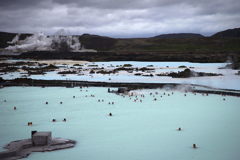 Голубая лагуна – геотермальное озеро на полуострове Рейкьянес в Исландии