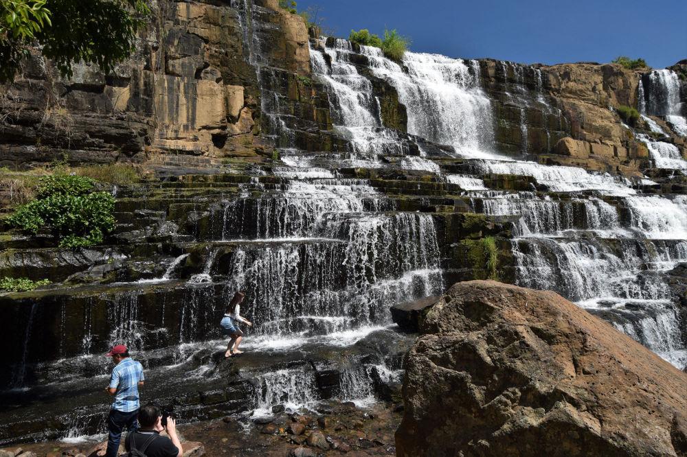 Водопад Понгур во Вьетнаме