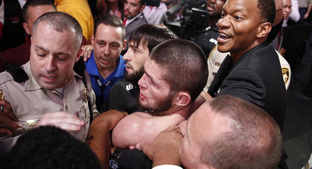 Хабиб Нурмагомедов выскочил из октагона после боя