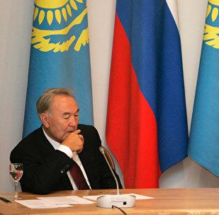 Архивное фото президента РФ В.Путина и Н.Назарбаева на IV форуме приграничных регионов РФ и РК в Новосибирске