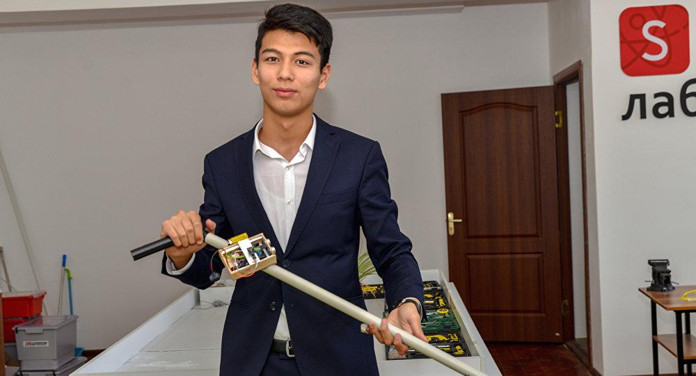 Школьник Алихан Рахметов сконструировал умную трость для незрячих людей