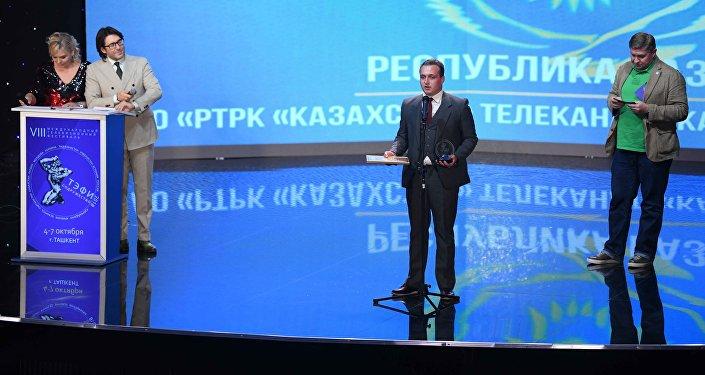 Журналист регионального телеканала Кокше Юрий Обердиенко на вручении премии ТЭФИ-Содружество в Ташкенте