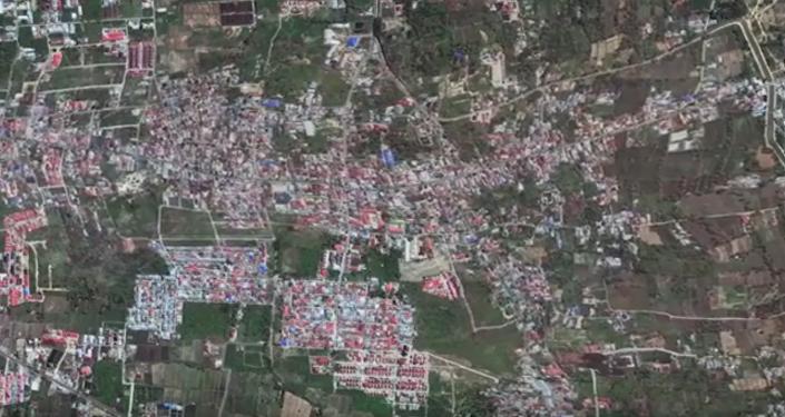 Грязевой поток смыл с лица земли два района в Индонезии - видео из космоса