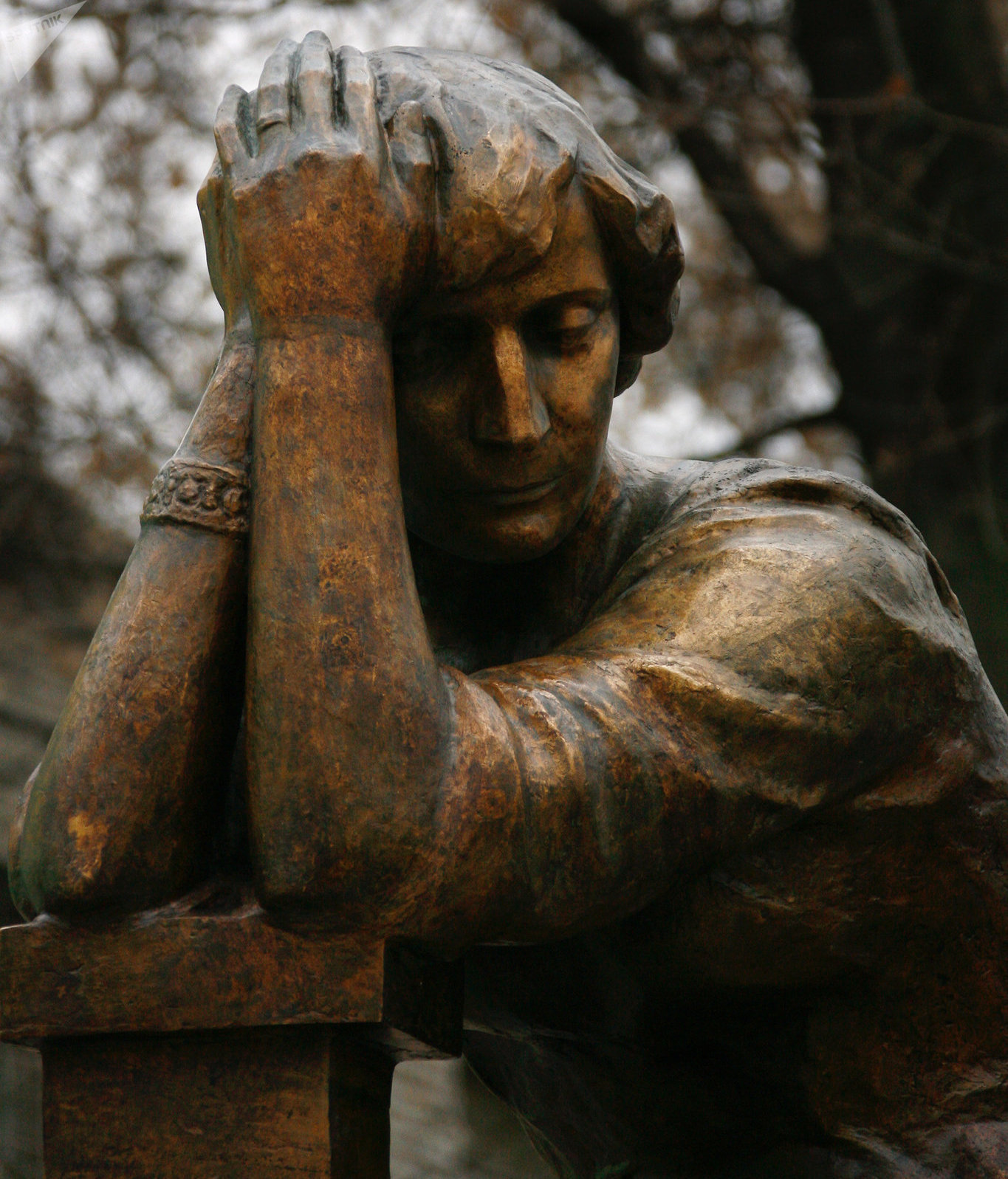Памятник Марине Цветаевой в Борисоглебском переулке Москвы, напротив дома-музея поэтессы