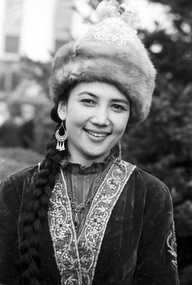 Актриса Данагуль Темирсултанова в роли дочери Иктынбая в кинофильме На перевале