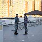 Служба безопасности у мечети Хазрет Султан
