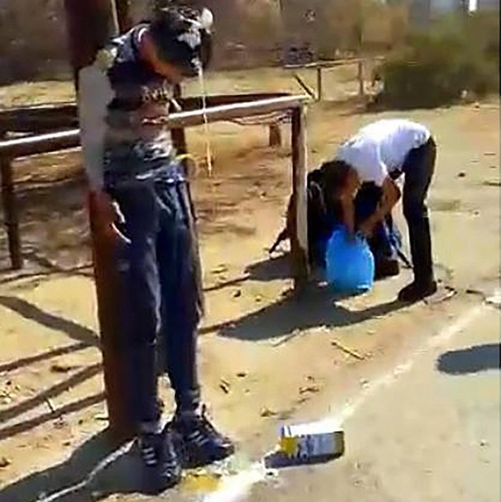 Актауские школьники привязали подростка к столбу и облили его кефиром