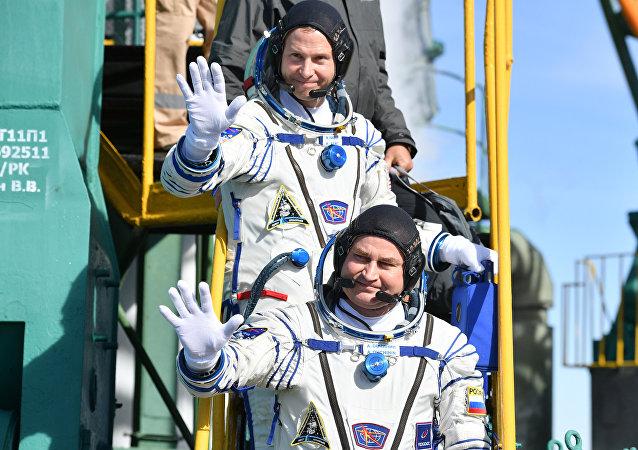 Члены экипажа МКС-57/58 перед отъездом на стартовую площадку космодрома «Байконур»
