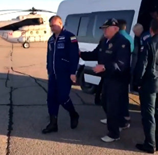 Видео с космонавтами после аварийной посадки экипажа Союз МС-10