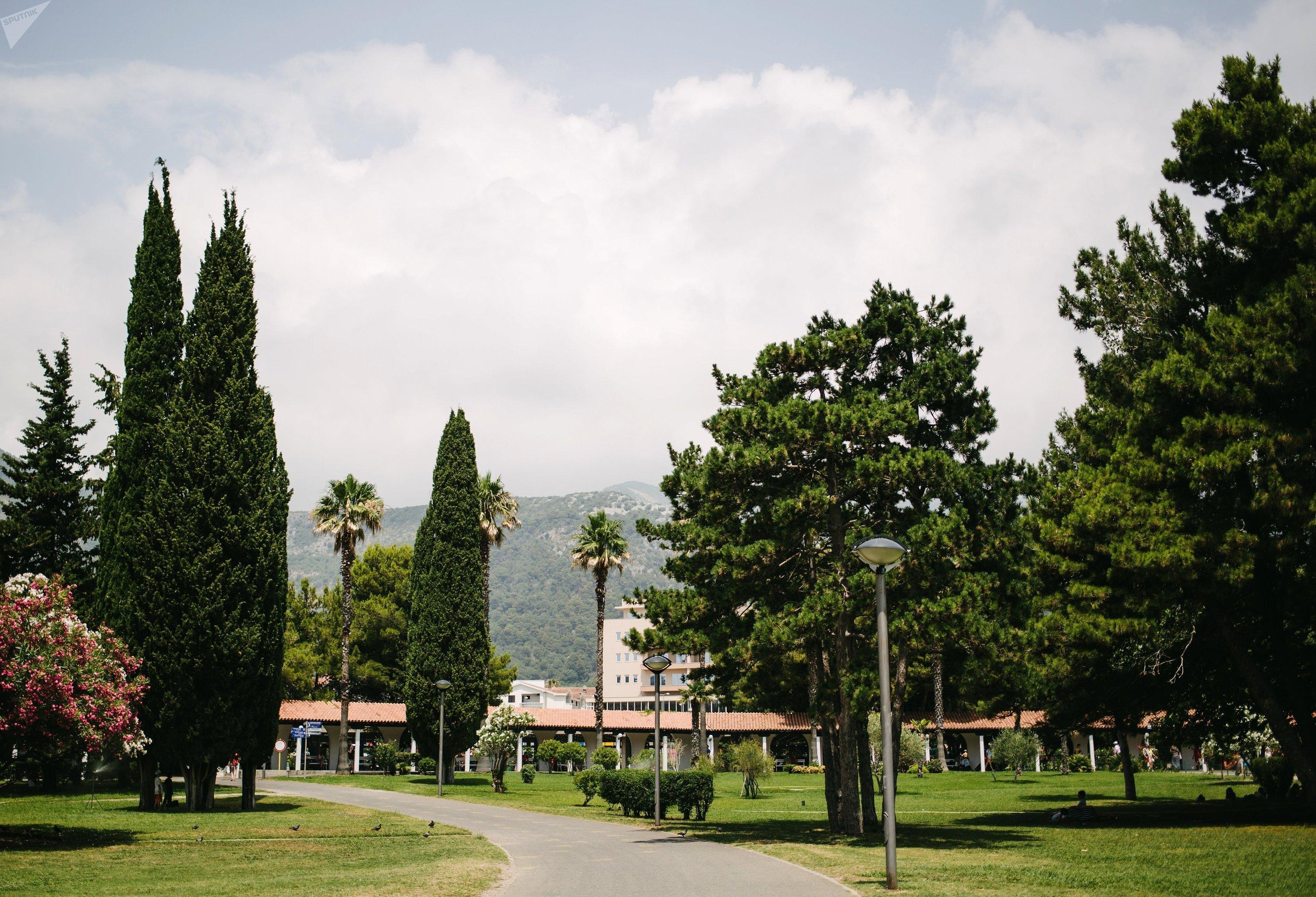 Парк в центре Будвы в Черногории