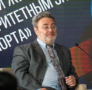 Спортивный обозреватель Александр Беленький