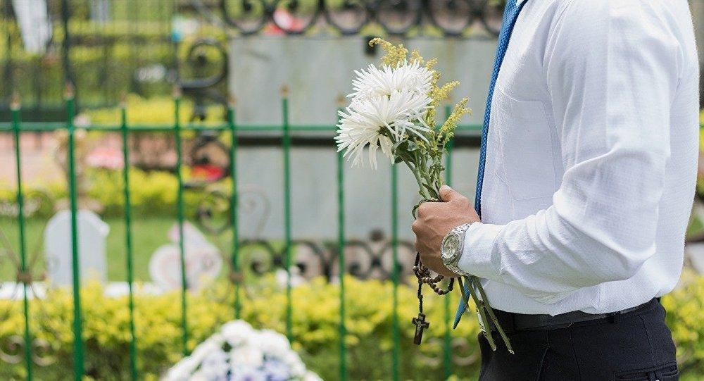 У девушки умерла член семьи на похоронах о