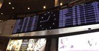 Табло с расписанием авиарейсов в аэропорту Астаны