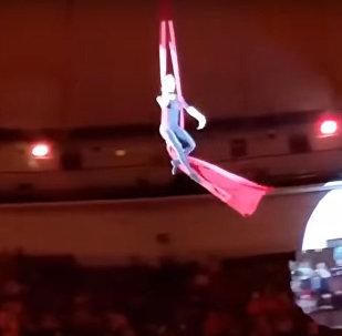 Воздушная гимнастка сорвалась с высоты