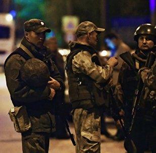 Сотрудники правоохранительных органов в Керчи