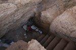 Мужчина живет в пещере