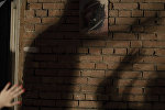 Қабырғадағы адам көлеңкесі, иллюстративті фото