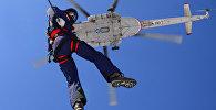 Учения по парашютно-десантной подготовке спасателей МЧС в Хабаровском крае