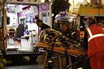 Спасатели оказывают помощь пострадавшим на станции метро Repubblica в Риме