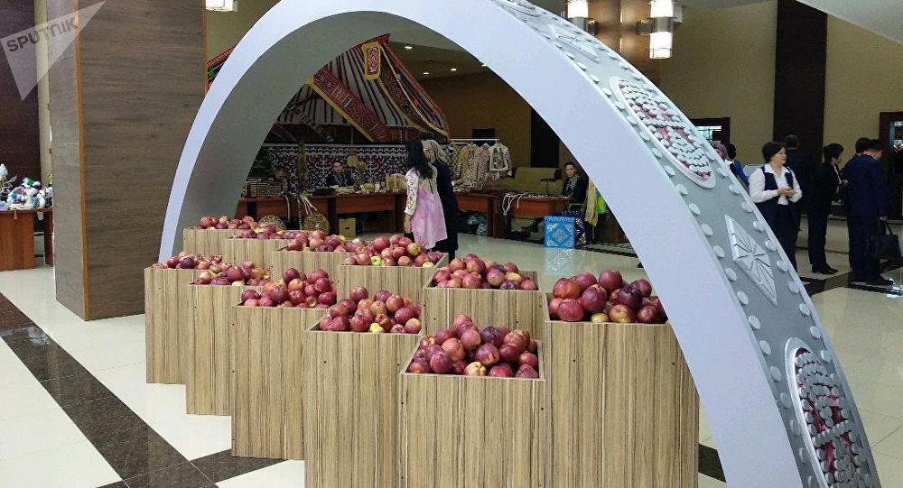Яблоки для участников глобальной конференции по первичной медико-санитарной помощи
