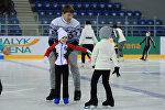 Как Алексей Ягудин учил алматинских детей кататься