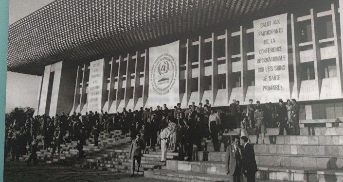В рамках глобальной конференции по ПСМП в Астане проходит выставка фотографий с Алма-Атинской конференции 1978 года, на которой была подписана первая декларация ВОЗ по первичной медико-санитарной помощи