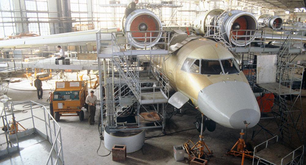 Харьков өндіруші-зауытындағы Ан-74 ұшағы