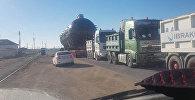 Гигантский груз везли по улицам Актау
