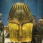 На снимке изображена Золотая маска короля Тутанхамона в Египетском музее Каира
