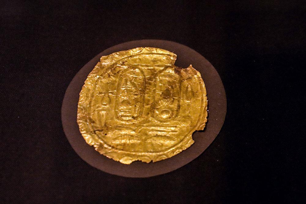 Артефакт показан во время открытия выставки Невидимые сокровища Тутанхамона в Египетском музее Каира