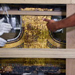 На снимке изображена колесница древнего египетского мальчика-короля Тутанхамона