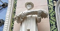 Воссозданный памятник Герою Социалистического труда Шыганаку Берсиеву в павильоне Казахстан на ВДНХ