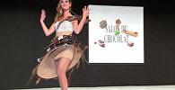 Платья из шоколада показали на подиуме в Париже