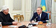 Нұрсұлтан Назарбаев пен Әлібек Дінішев (солдан оңға қарай)