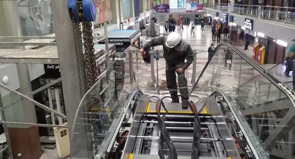 Новые эскалаторы устанавливают на железнодорожном вокзале Астана-1