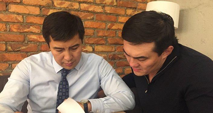 Президент федерации ММА Казахстана Анатолий Ким (справа) и вице-президент Асылбек Дюсенов