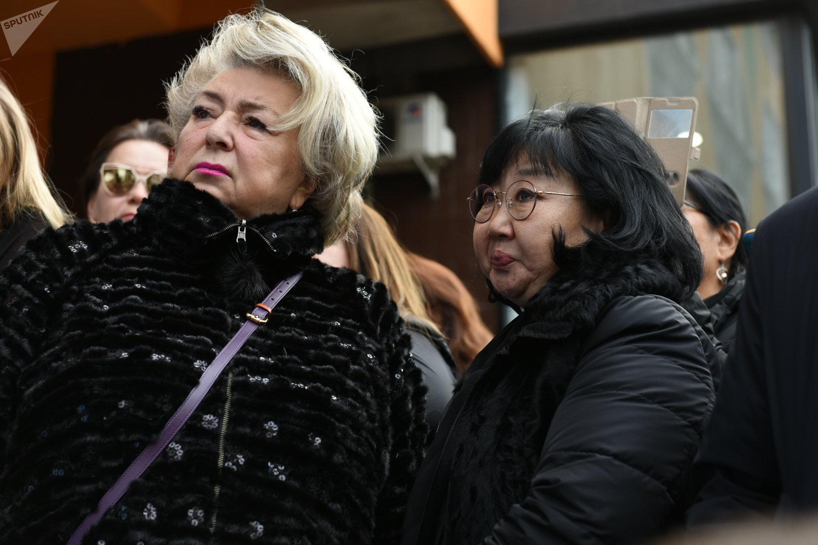 Известный тренер по фигурному катанию Татьяна Тарасова  и мама погибшего Дениса Оксана Тен
