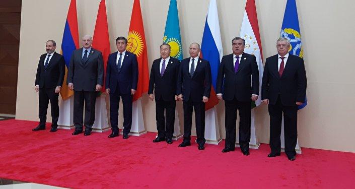 Президенты на совещании ОДКБ в Астане, 8 ноября 2018 года. Совместное фотографирование.