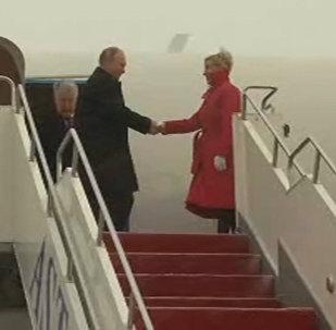 Прилет Владимира Путина на Саммит ОДКБ в Астане - видео