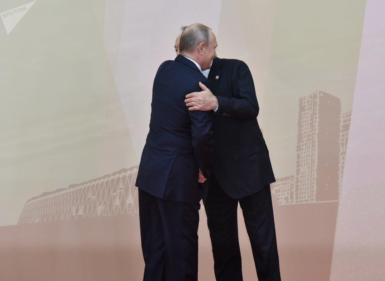 Путин обнял Назарбаева - саммит ОДКБ стартовал в Астане