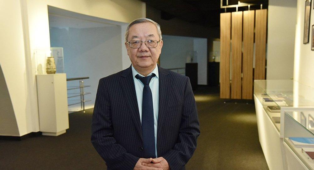 Председатель судейской коллегии, заместитель главного редактора Дирекции информационно-аналитических программ телеканала Qazaqstan Кайрат Мусакулов