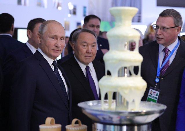 Владимир Путин и Нурсултан Назарбаев посетили туристическую выставку
